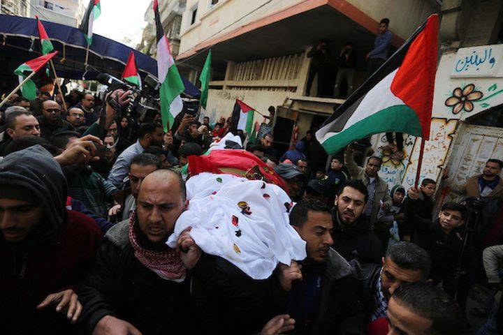 خلال تشييع جثمان الشهيدة أمل الترامسي 43 عاماً، والتي قتلت أمس الجمعة في مسيرة العودة على الحدود الشرقية لقطاع غزة