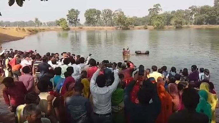 قرية هندية تقيم جنازة حاشدة لتمساحها المعمر المحبوب!