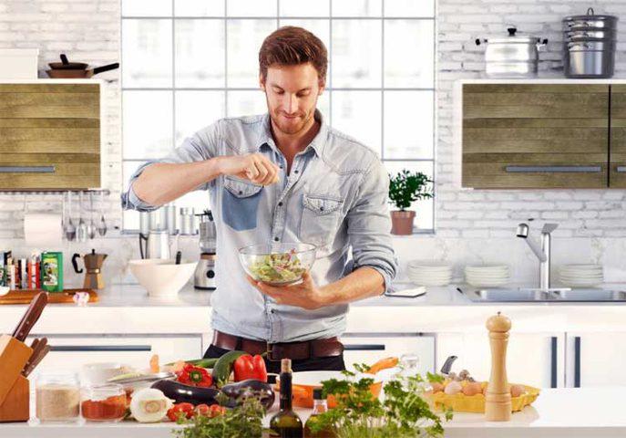 لماذا الزوج في الوطن العربي محروم من دخول المطبخ