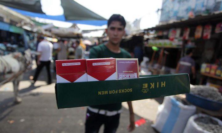 """خريجون على """"بسطة سجائر"""" يملأون القطاع"""