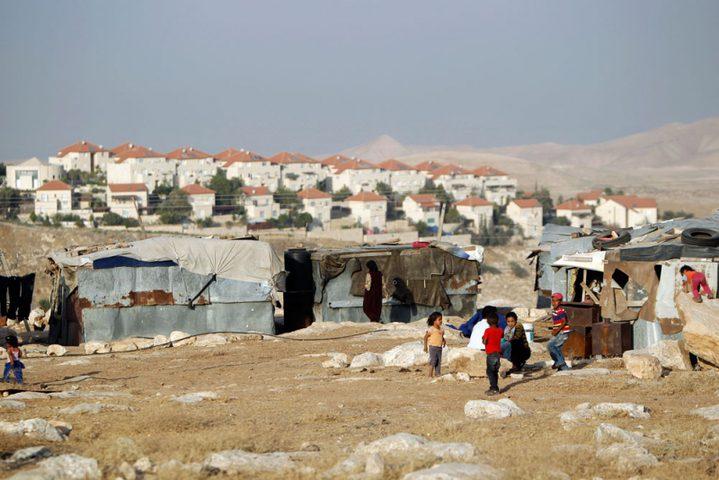 الاحتلال يجبر 13 عائلة من خربة ابزيق على مغادرة مساكنهم