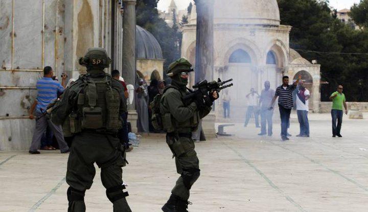الاحتلال يعتقل مواطنين فور خروجهما من المسجد الاقصى