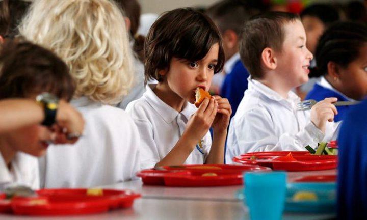 مديرة مدرسة بريطانية: لدينا تلاميذ يأكلون من صناديق القمامة