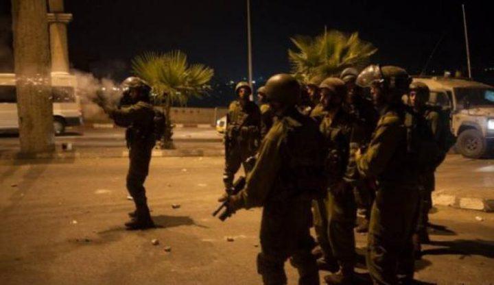الاحتلال يقتحم شرق قلقيلية والشبان يرشقونه بزجاجات حارقة