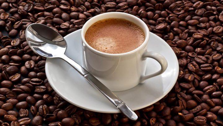 لعشاق القهوة : هل رأيت سابقا كيف تجهز القهوة لتصل اليك؟