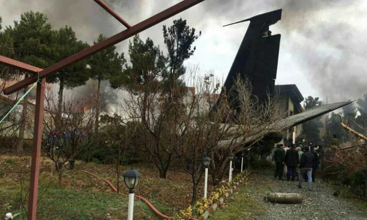 15 قتيلا في تحطم طائرة عسكرية تابعة للجيش الإيراني