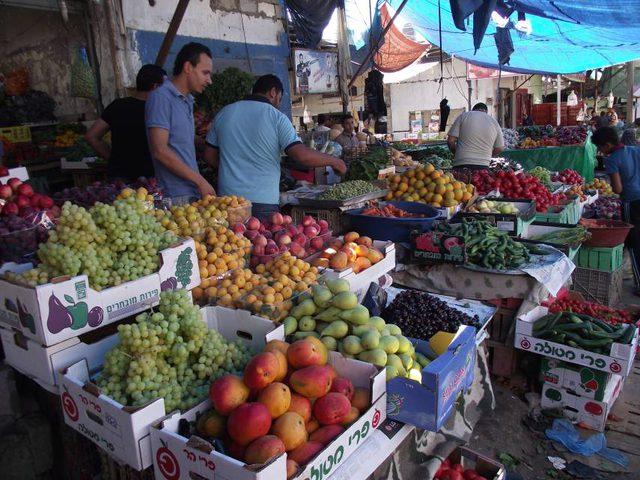 الاحصاء: انخفاض مؤشر غلاء المعيشة في غزة وارتفاعه بالضفة