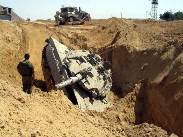 """انقلاب دبابة """"إسرائيلية"""" بعد نوم طاقمها"""
