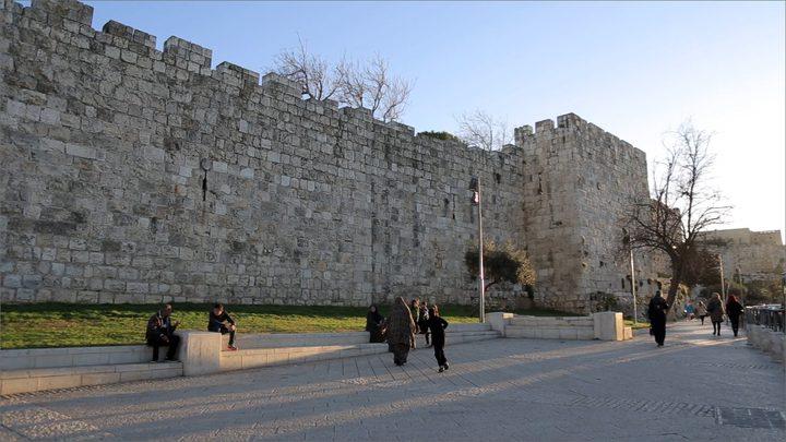 منصور: دعوات بهدم جزء من سور القدس لا يجب أن تمر بسلام