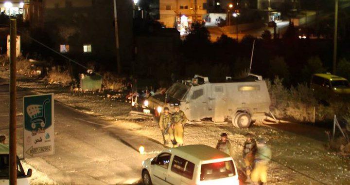 الاحتلال يغلق مدخل بلدة عزون شرق قلقيلية