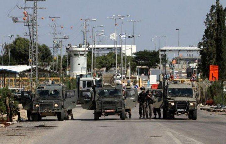 الاحتلال يغلق المدخل الرئيسي لبلدة عزون شرق قلقيلية