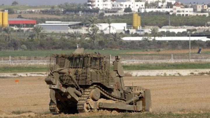 لليوم الثاني: جرافات الاحتلال تتوغل شرق بيت حانون