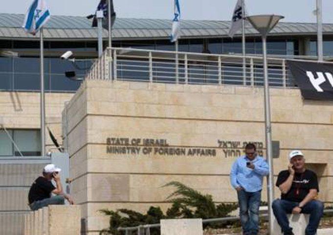 يديعوت: عجز بميزانية الاحتلال يمنع سفرائه وموظفيه من السفر