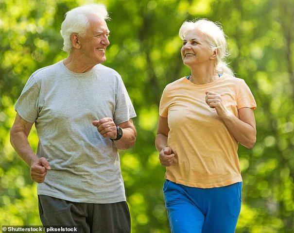 المحافظة على النشاط في عمر متأخر قد يقي من الإصابة بالخرف