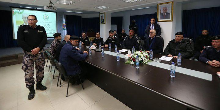 الحمد الله يتفقد غرفة عمليات الدفاع المدني برام الله