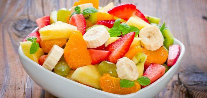 أيهما أكثر صحة: سلطة الفواكه أم الفاكهة الكاملة ؟