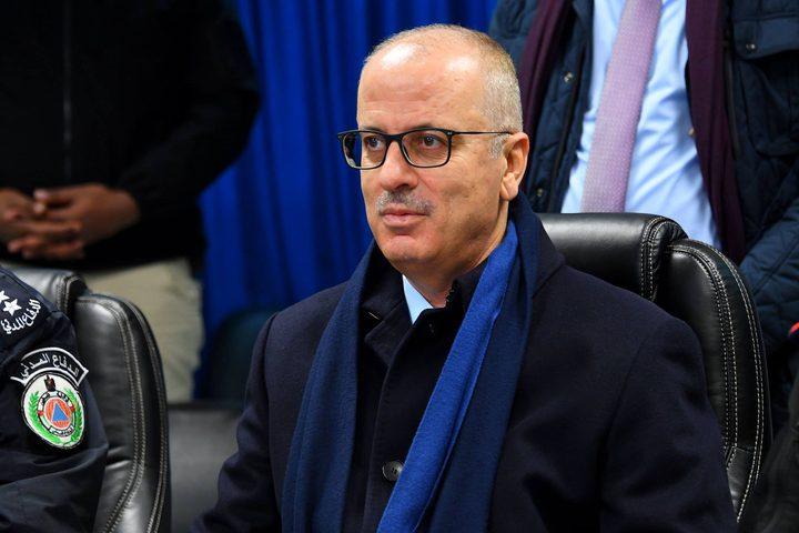 رئيس الوزراء الدكتور رامي الحمد الله يتفقد غرفة عمليات الدفاع المدني برام الله.