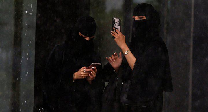 """تصرف جريء لفتيات خليجيات في حفل يثير غضبا على """"السوشيال"""""""