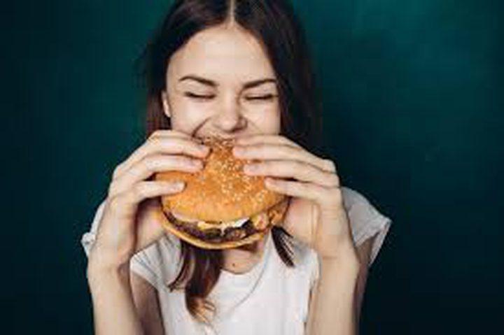 """""""الأكل بسرعة"""" يسبب معاناة الجسم من """"كوارث صحية"""""""
