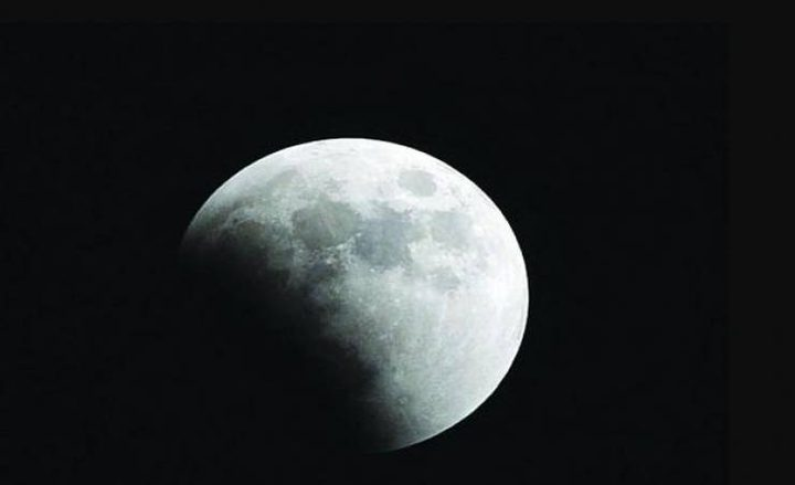 خسوف جزئي للقمر في سماء فلسطين
