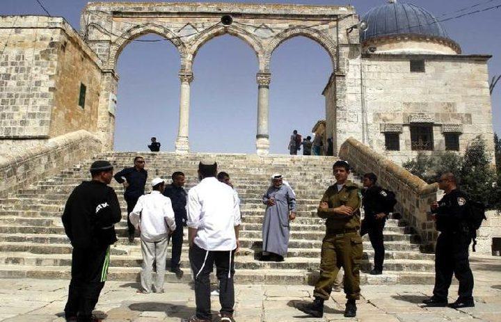 الاحتلال يبعد 5 حراس وناشطا مقدسيا عن الأقصى لفترات