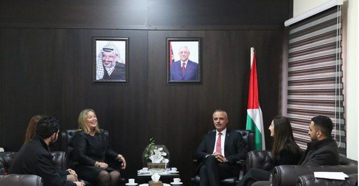 أبو دياك يلتقي وفدا من المنظمة الدولية للقضاة النساء