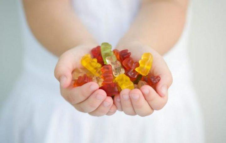 هل الفيتامينات الملونة والمحلاة مكمل غذائي جيد لطفلك؟