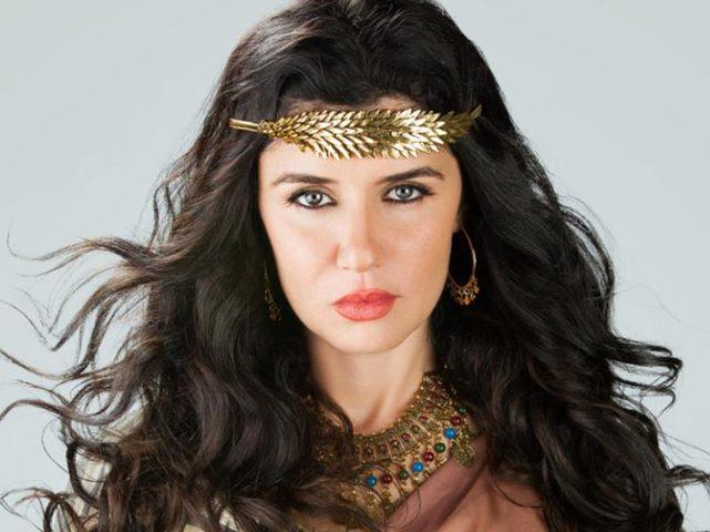 ابنة غادة عادل تخطف الأنظار بجمالها.. ورسالة جديدة من طليقها