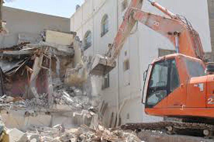 الاحتلال يخطر بهدم بنايات ومنشآت تجارية في القدس المحتلة