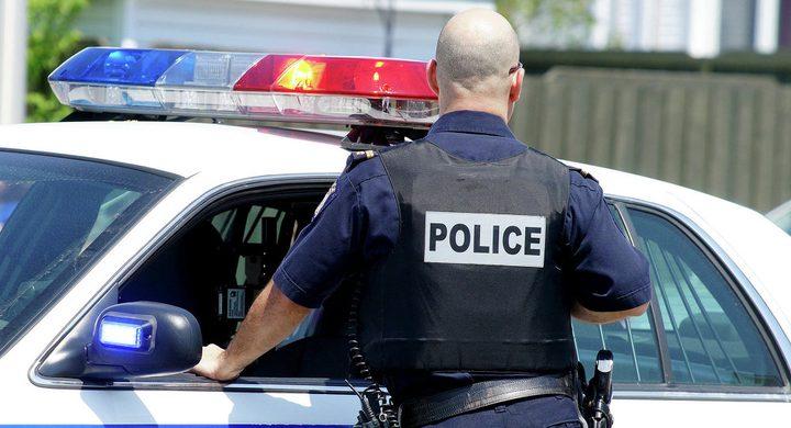 طفلة تبلغ من العمر عامين تسلم نفسها للشرطة