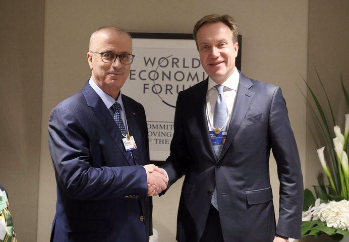 الحمد الله يلتقي رئيس المنتدى الاقتصادي العالمي