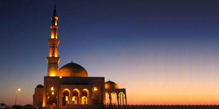 في غزة مساجد فارهة بملايين الدولارات وبيوت الفقراء تصرخ