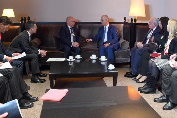 الحمدالله شكر سويسرا على دعمها الشعب الفلسطيني في العديد من المجالات، ودعمها لحل الدولتين.