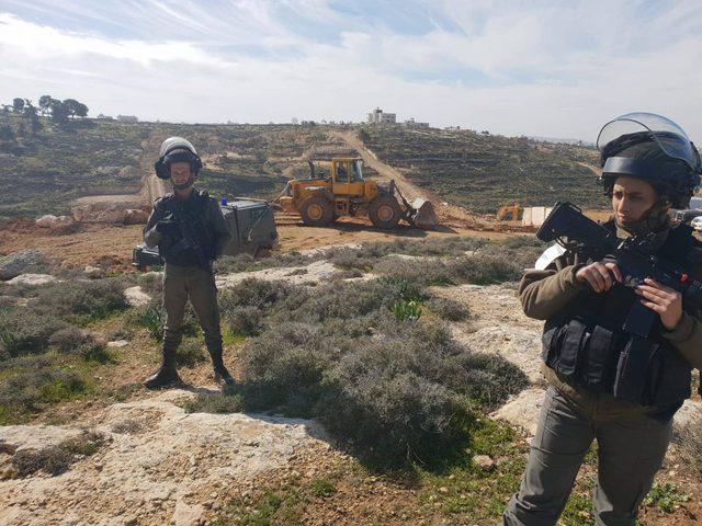 قوات الاحتلال تواصل عمليات تدمير وتجريف أراضي المواطنين
