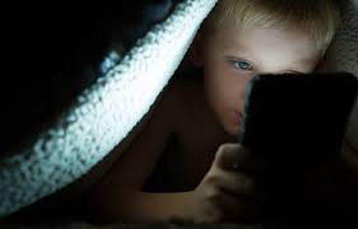 كيف تؤثر الاجهزة الذكية على نوم الأطفال
