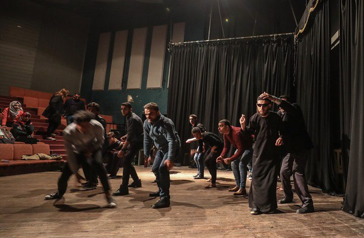 """""""تياترو فلسطين"""".. أول أكاديمية بغزة تدرّس الفن المسرحي"""