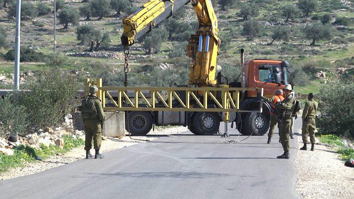 الاحتلال ينصب بوابة حديدية قرب زواتا شمال نابلس