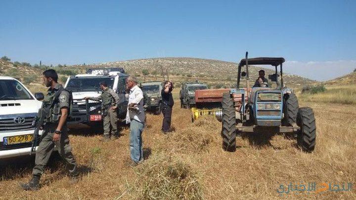 الاحتلال يستولي على جرار زراعي جنوب طوباس