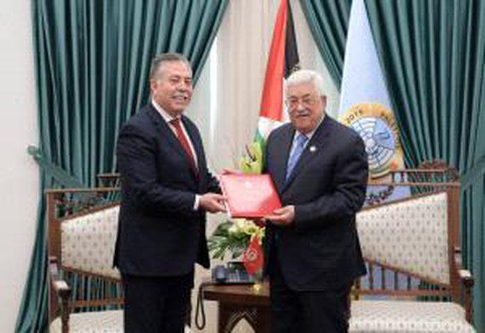 الرئيس يتسلم دعوة رسمية للمشاركة في القمة العربية بتونس