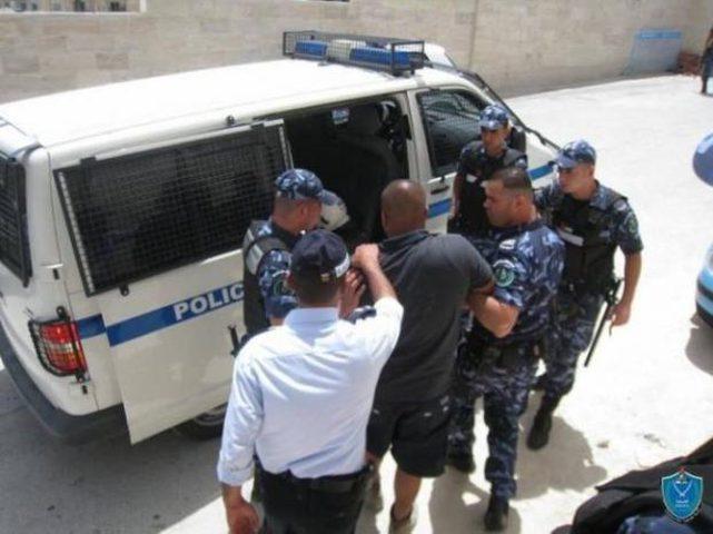 الشرطة تكشف ملابسات سرقات بقيمة 55 ألف شيقل وتضبط قطعا أثرية