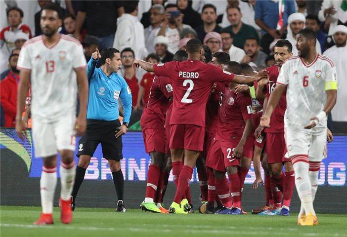 قطر تكتسح الإمارات وتتأهل لأول مرة لنهائي كأس آسيا