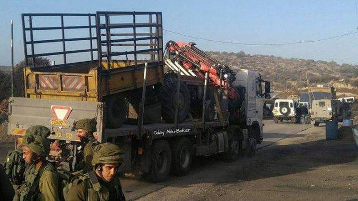 الاحتلال يستولي على شاحنتين في قلقيلية