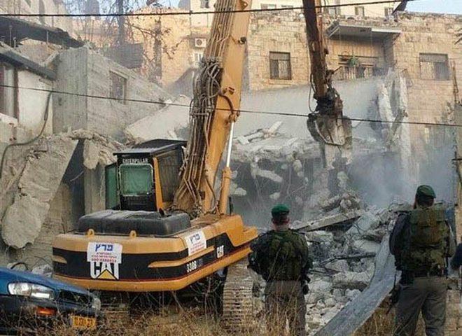 جرافات الاحتلال تهدم أساسات وأعمدة مخازن جنوب نابلس