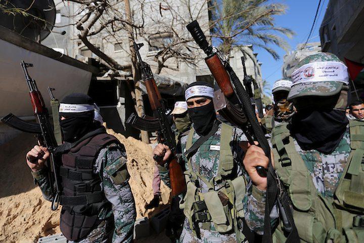 مشيعون يحملون جثمان المواطن الفلسطيني سمير النباهين 47 الذي توفي متأثرًا بجراحه التي أصيب بها من قبل القوات الإسرائيلية خلال اشتباكات في خيام احتجاج حيث يطالب الفلسطينيون بحق العودة إلى وطنهم على الحدود بين إسرائيل وغزة ، خلال جنازته. مخيم النصيرات في وسط قطاع غزة في 30 يناير ، 2019.