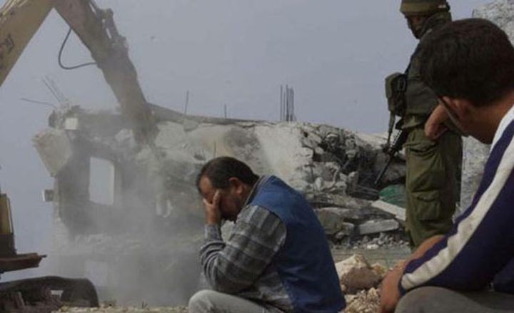 الاحتلال يهدم بناية سكنية و3 مخازن ومتجرا في القدس