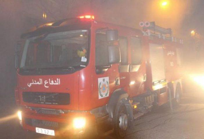 """الدفاع المدني يخمد حريقا في """"مشطب"""" للسيارات بجنين"""