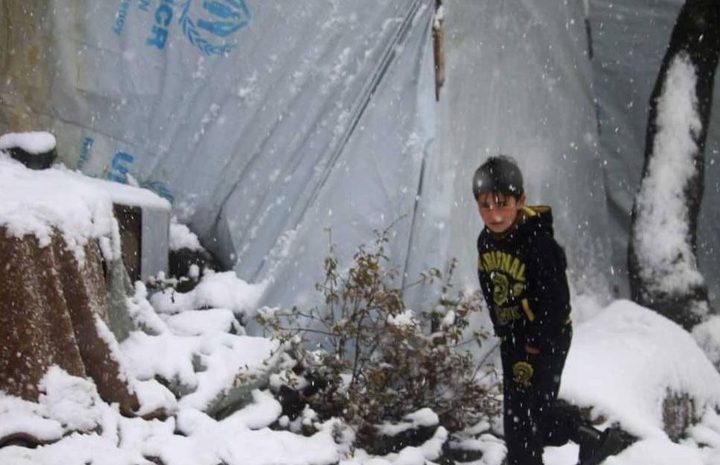 البرد يقتل عشرات الأطفال داخل مخيم الهول للنازحين السوريين
