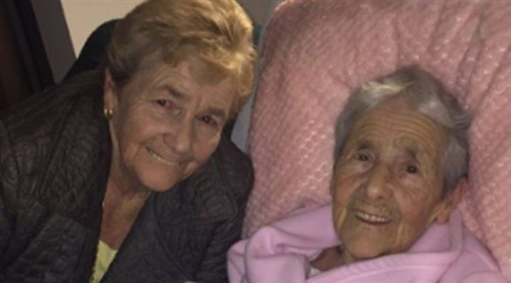 سيدة تعثر على والدتها بعد 70 عاماً!