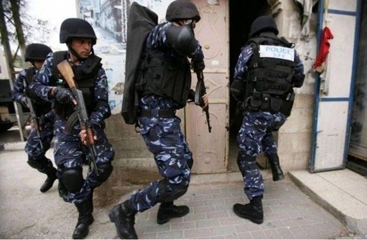 الشرطة تقبض على تاجر مخدرات في نابلس