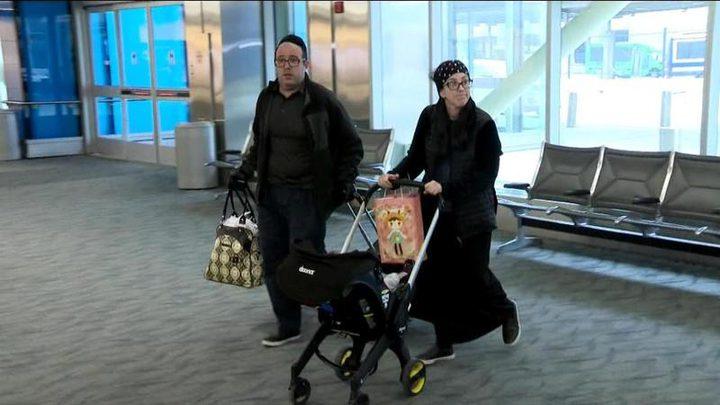 عائلة أمريكية تُطرد من على متن الطائرة بسبب «رائحتها الكريهة